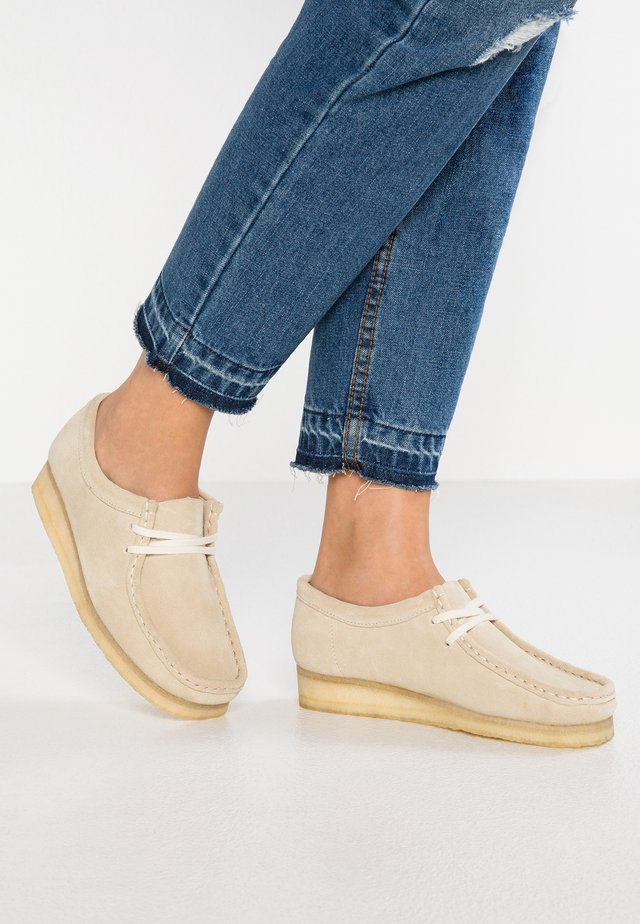 WALLABEE - Mokkasiner - offwhite