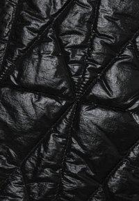 KARL LAGERFELD - QUILTED SKIRT - Bleistiftrock - black - 2