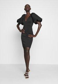 True Violet Tall - TRUE EXTREME PUFF SHOULDER PLUNGE MINI DRESS - Vestido de cóctel - black - 2