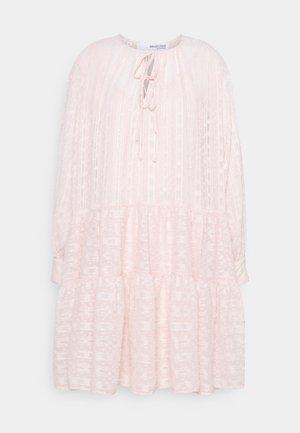 SLFMUNI AMAYA DRESS - Day dress - peach whip