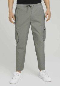TOM TAILOR DENIM - Cargo trousers - greyish shadow olive - 0