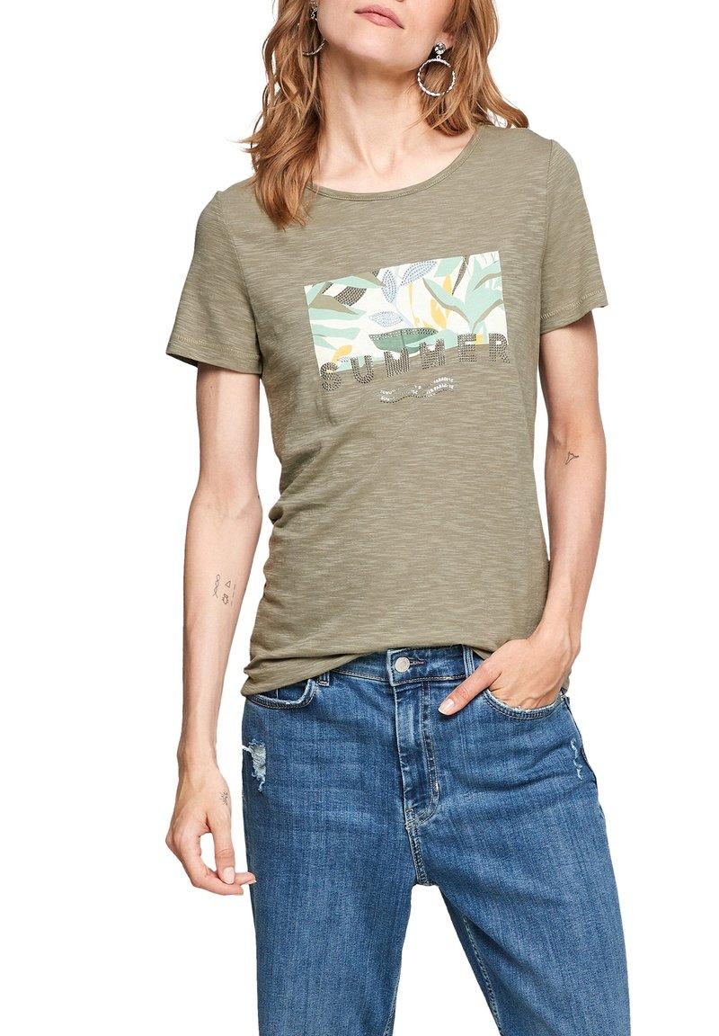 s.Oliver - Print T-shirt - summer khaki placed artwork