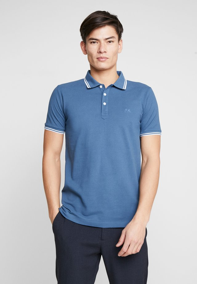 CONTRAST PIPING - Polo shirt - blue