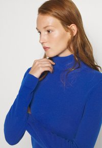 Benetton - TURTLE NECK - Strickpullover - blue - 4