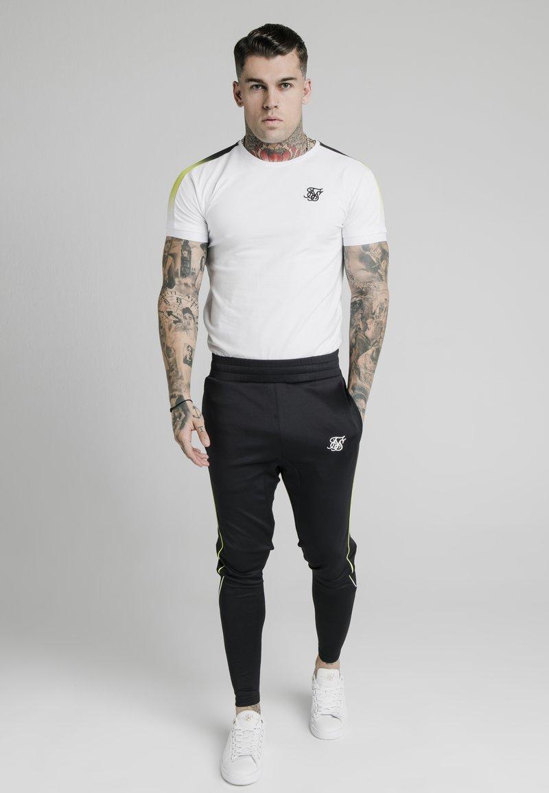 SIKSILK - FADE PANEL  - T-shirt print - white