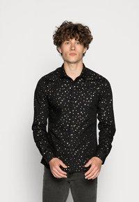 Twisted Tailor - FARROW - Skjorta - black - 0