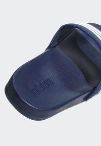 adidas Performance - ADILETTE CLOUDFOAM PLUS STRIPES SLIDES - Badslippers - blue - 6