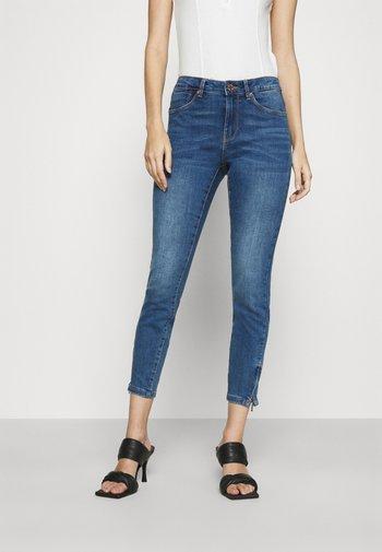 VMTILDE ANKLE ZIP JEANS - Jeans Skinny Fit - medium blue denim