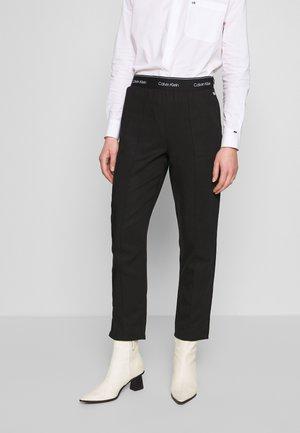 BRANDED - Spodnie materiałowe - calvin black
