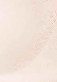 DORINA CURVES - HART - T-skjorte-BH - beige - 2