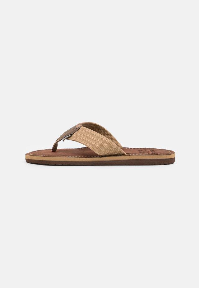 TOEMAN BEACH - Sandaler m/ tåsplit - sand