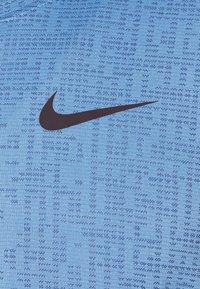 Nike Performance - T-shirts basic - coast/obsidian/black - 2
