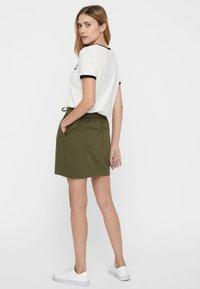 Vero Moda - VMEVA SHORT SKIRT NOOS - A-line skirt - ivy green - 2