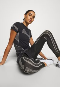 Puma - EVOSTRIPE EVOKNIT - Leggings - black - 3