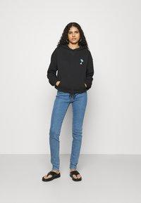 Wrangler - HIGH RISE SKINNY - Jeans Skinny Fit - static stone - 1