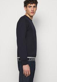 Emporio Armani - Maglietta a manica lunga - dark blue - 4