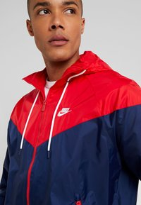 Nike Sportswear - Kurtka wiosenna - midnight navy/university red/white - 3