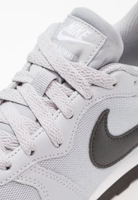 Nike Sportswear - MD RUNNER 2 - Trainers - wolf grey/black/white - 5