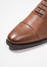 Zalando Essentials - Eleganta snörskor - brown - 5