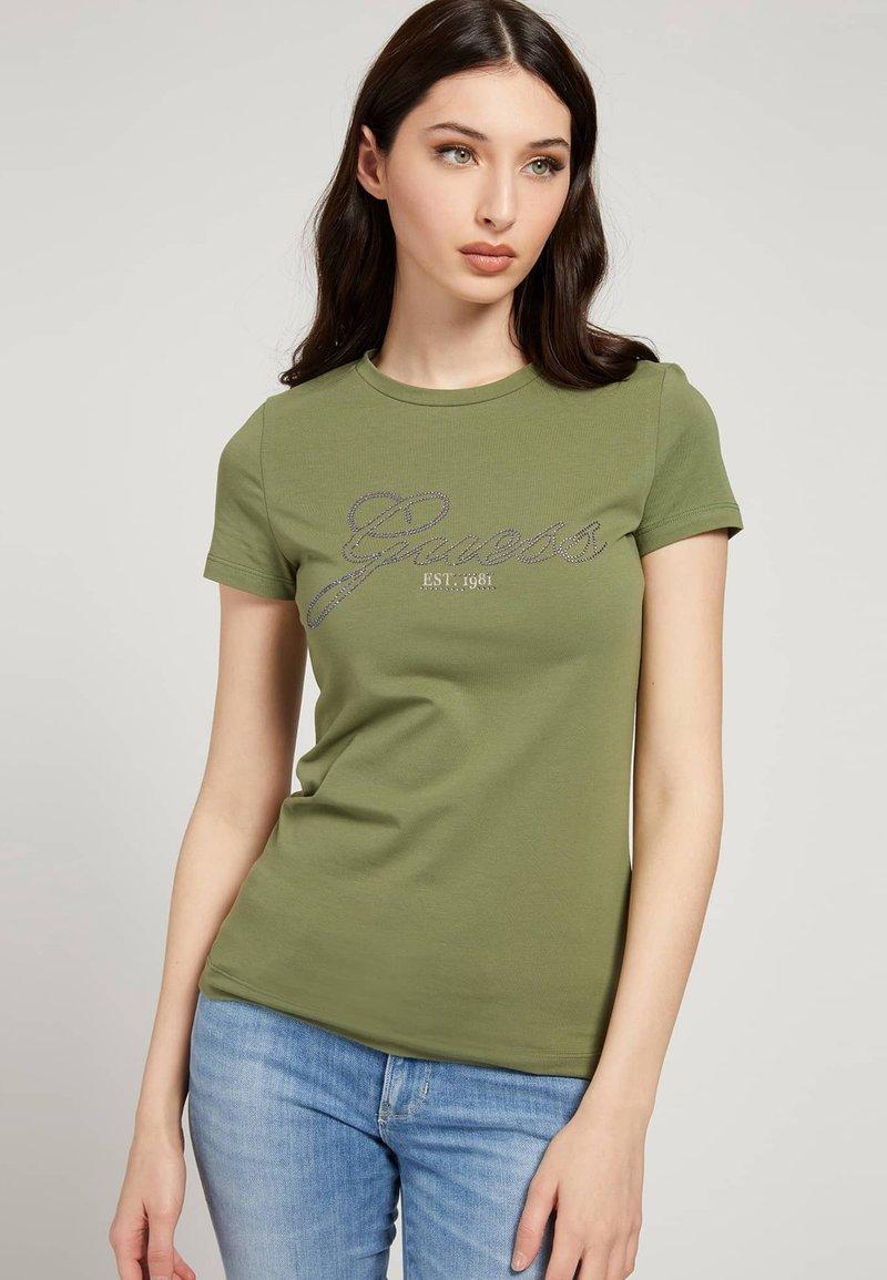 Guess - SELINA TEE - Print T-shirt - grün