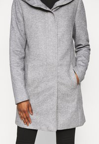 Vero Moda Petite - VMVERODONA JACKET - Classic coat - light grey - 4