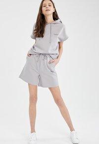 DeFacto - Shorts - grey - 1