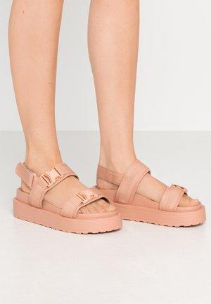 AMANDA - Sandály na platformě - blush