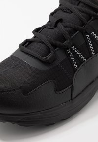 Puma - ESCALATE - Löparskor terräng - black/white - 5