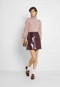 Fashion Union Tall - HARDY POINTELLE SLEEVE JUMPER - Stickad tröja - taupe/pink - 1