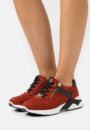 Trainers - dark orange