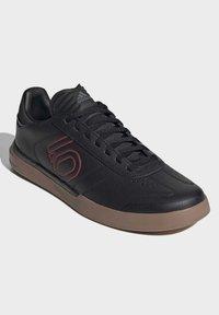 adidas Performance - FIVE TEN SLEUTH DLX MOUNTAIN BIKE SHOES - Cycling shoes - black - 2