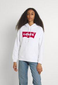 Levi's® - GRAPHIC STANDARD HOODIE - Felpa con cappuccio - white - 0