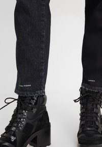CLOSED - PEDAL PUSHER - Jeans Relaxed Fit - dark grey - 4