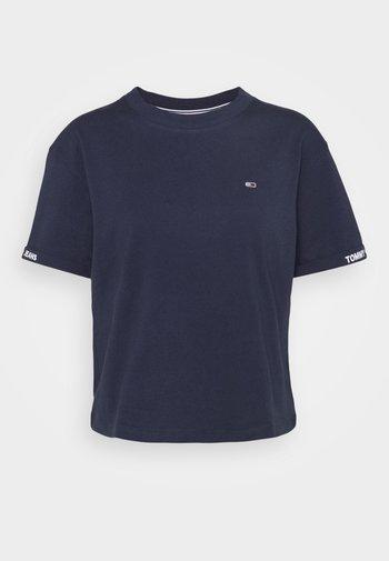 CROP BRANDED TEE - T-shirts med print - twilight navy