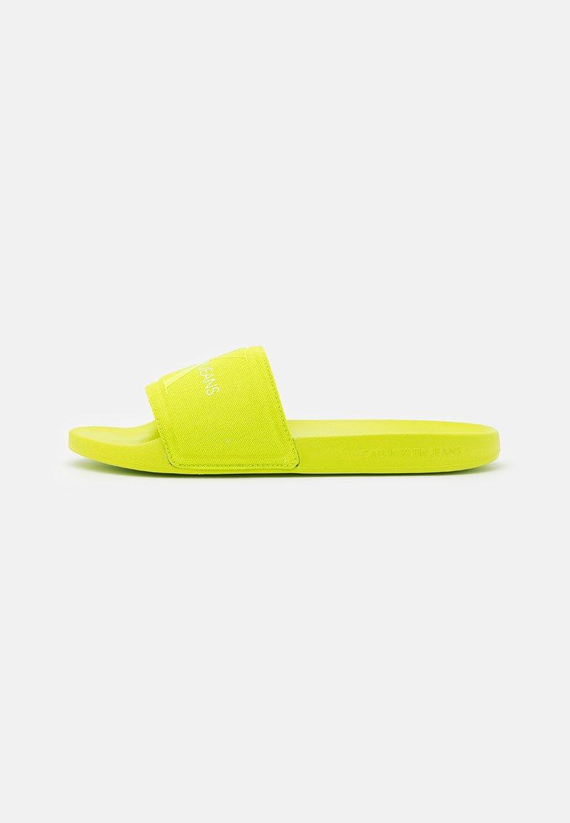 Calvin Klein Jeans - SLIDE MONOGRAM  - Pantofle - acid lime