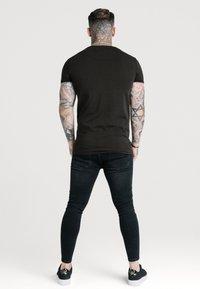 SIKSILK - SHORT SLEEVE GYM - T-shirt basic - jet black - 2