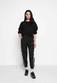Nike Sportswear - PANT PIPING - Bukse - black/white - 1