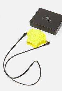 Versace - TECHNOLOGY ITEMS UNISEX - Tech accessory - sunset yellow - 3