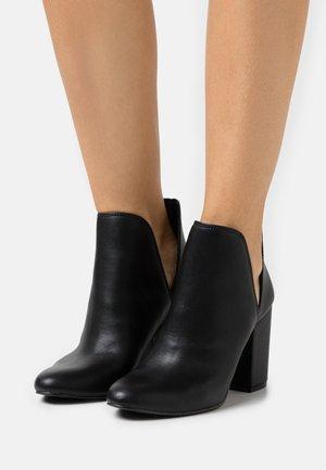 RAVIN - Ankle boots - black paris