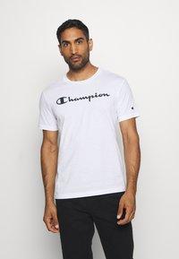 Champion - LEGACY CREWNECK - Print T-shirt - white - 0