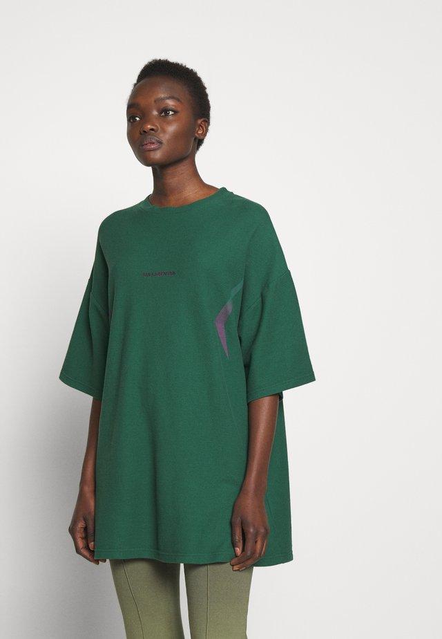 BOYFRIEND TEE - T-shirt con stampa - green