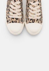 Rubi Shoes by Cotton On - JENNA  - Matalavartiset tennarit - brown - 5