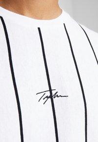 Topman - STRIPE SIGNATURE TEE - T-shirt con stampa - white - 5