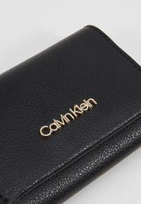 Calvin Klein - ENFOLD CARD HOLDER WALLET - Wallet - black - 2