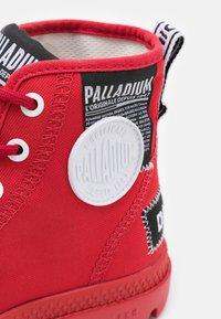 Palladium - PAMPA LITE OVERLAB UNISEX - Sneakersy wysokie - red - 5