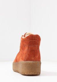 Tamaris - Kotníkové boty na platformě - rust - 5
