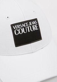Versace Jeans Couture - VISOR LABEL - Keps - white - 6