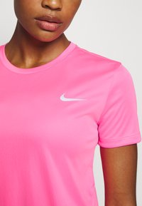 Nike Performance - MILER - Camiseta estampada - pink glow/silver - 6