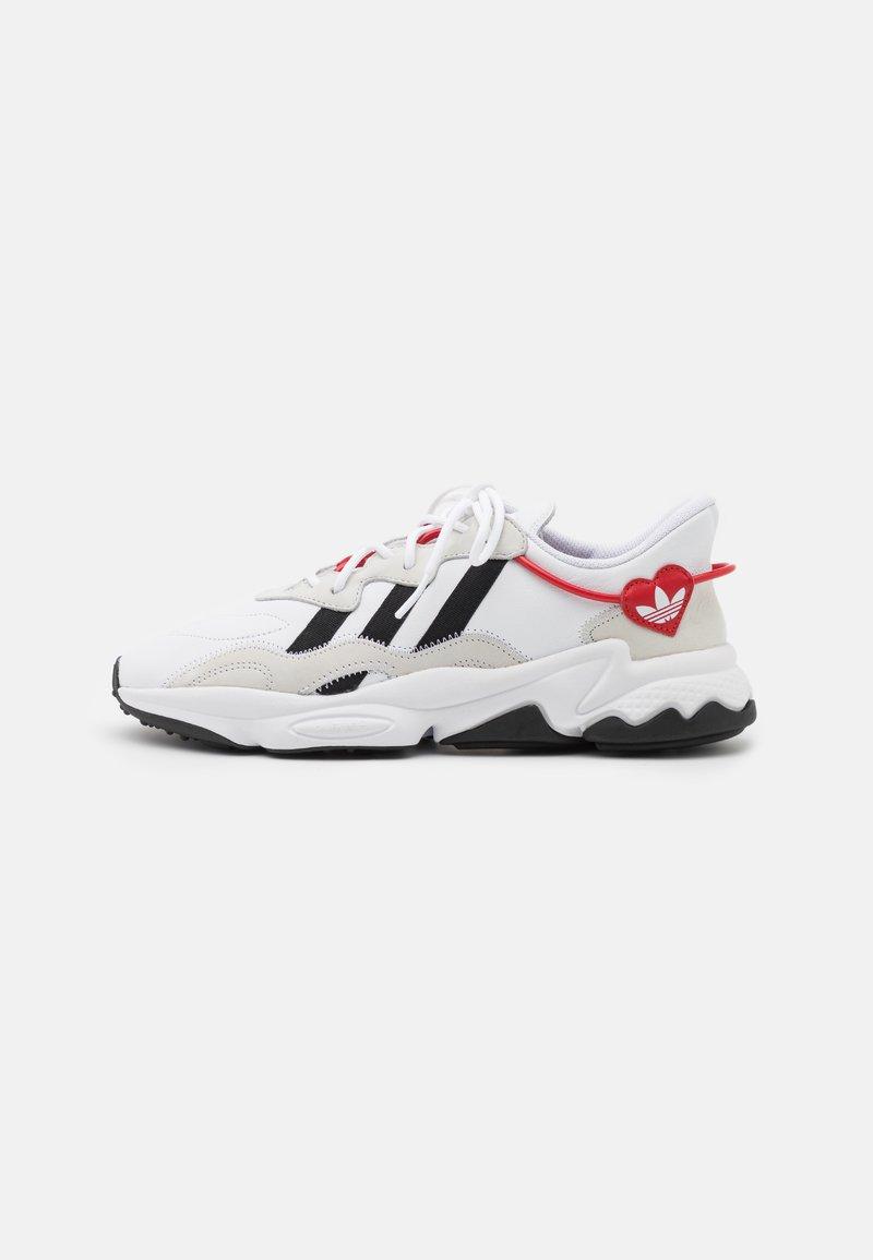 adidas Originals - OZWEEGO UNISEX - Trainers - footwear white/core black/scarlet