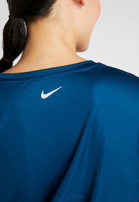 Nike Performance - MILER - Funktionsshirt - valerian blue/reflective silver - 7